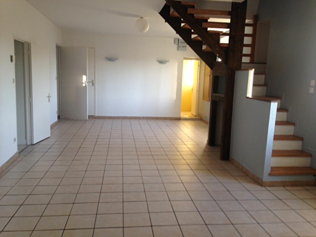 Location Appartement 4 pièces à Chaumont - vignette-1