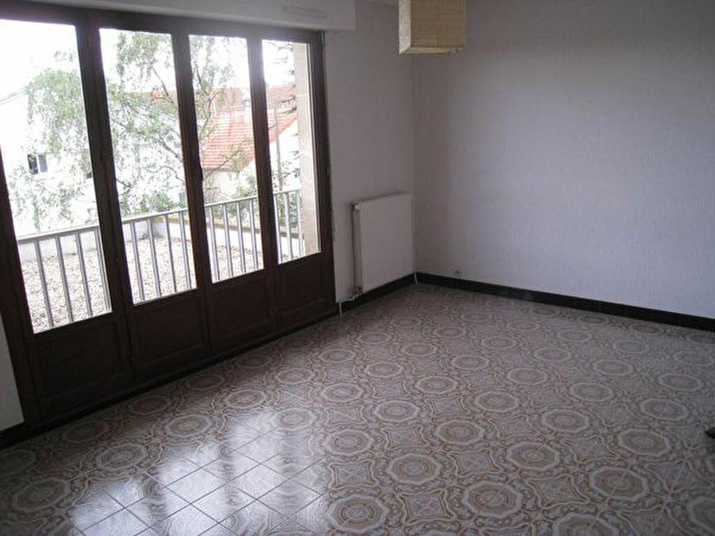 Location Appartement 1 pièce à Savigny-sur-Orge - vignette-1