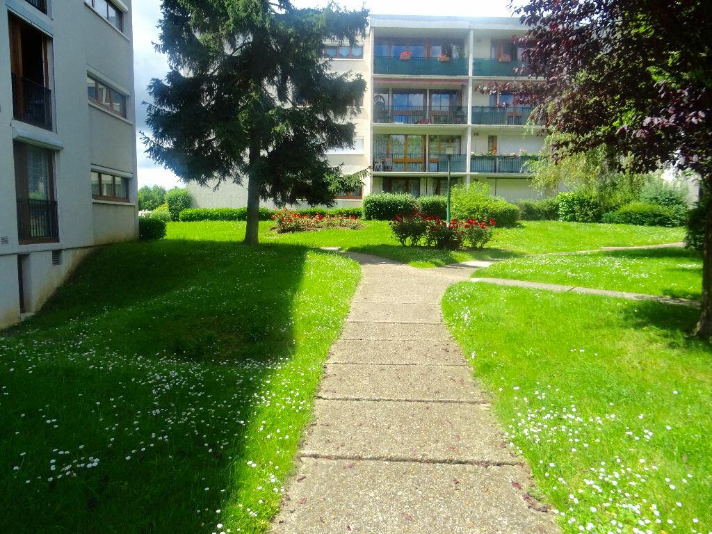 Achat Appartement 5 pièces à Chilly-Mazarin - vignette-2