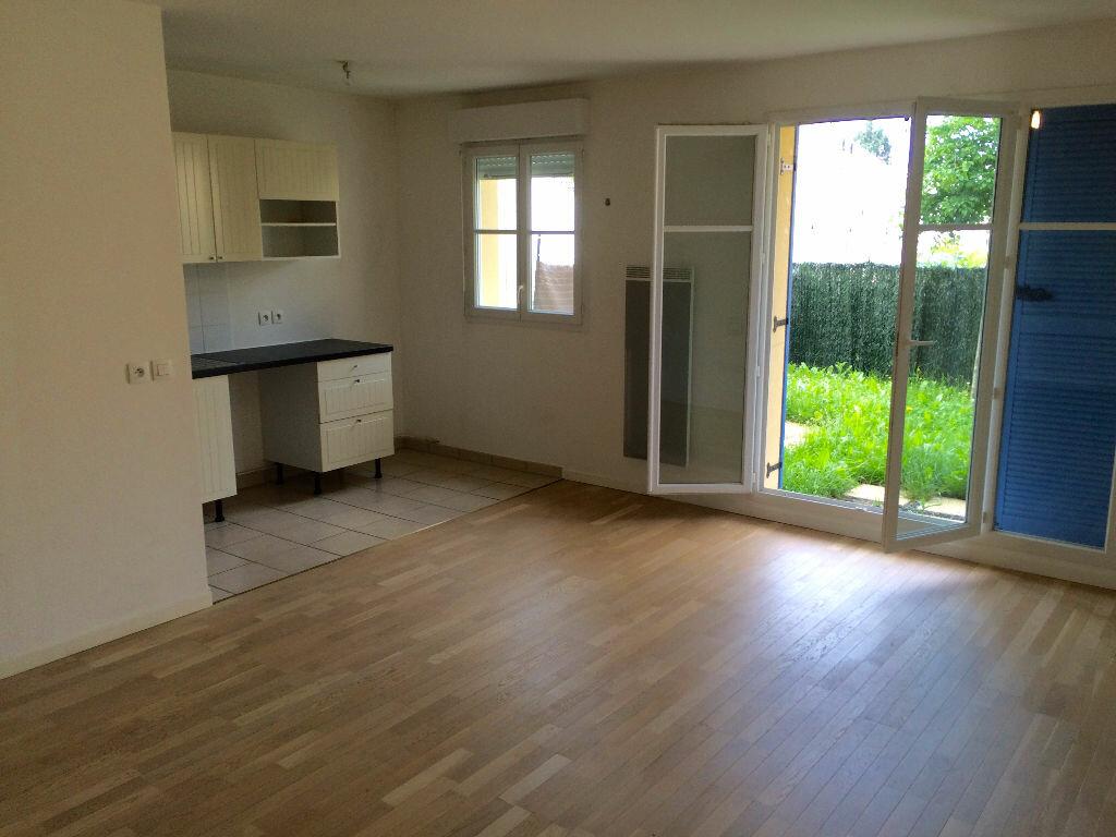Location Appartement 4 pièces à Chilly-Mazarin - vignette-1