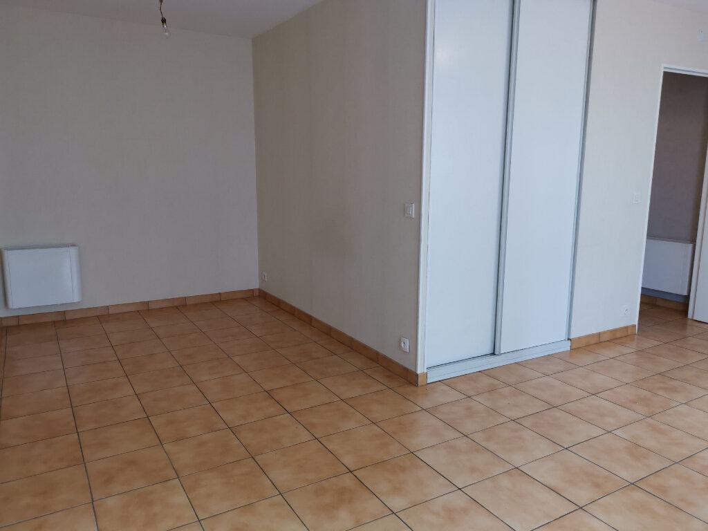 Location Appartement 1 pièce à Massy - vignette-1