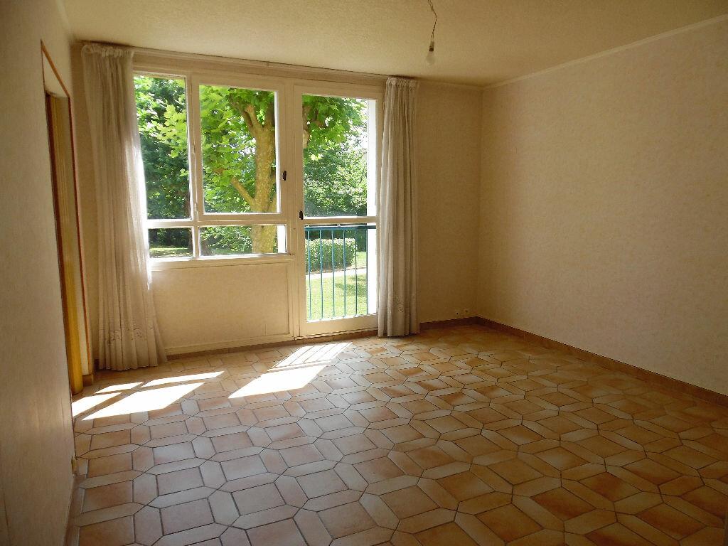 Location Appartement 4 pièces à Crosne - vignette-2