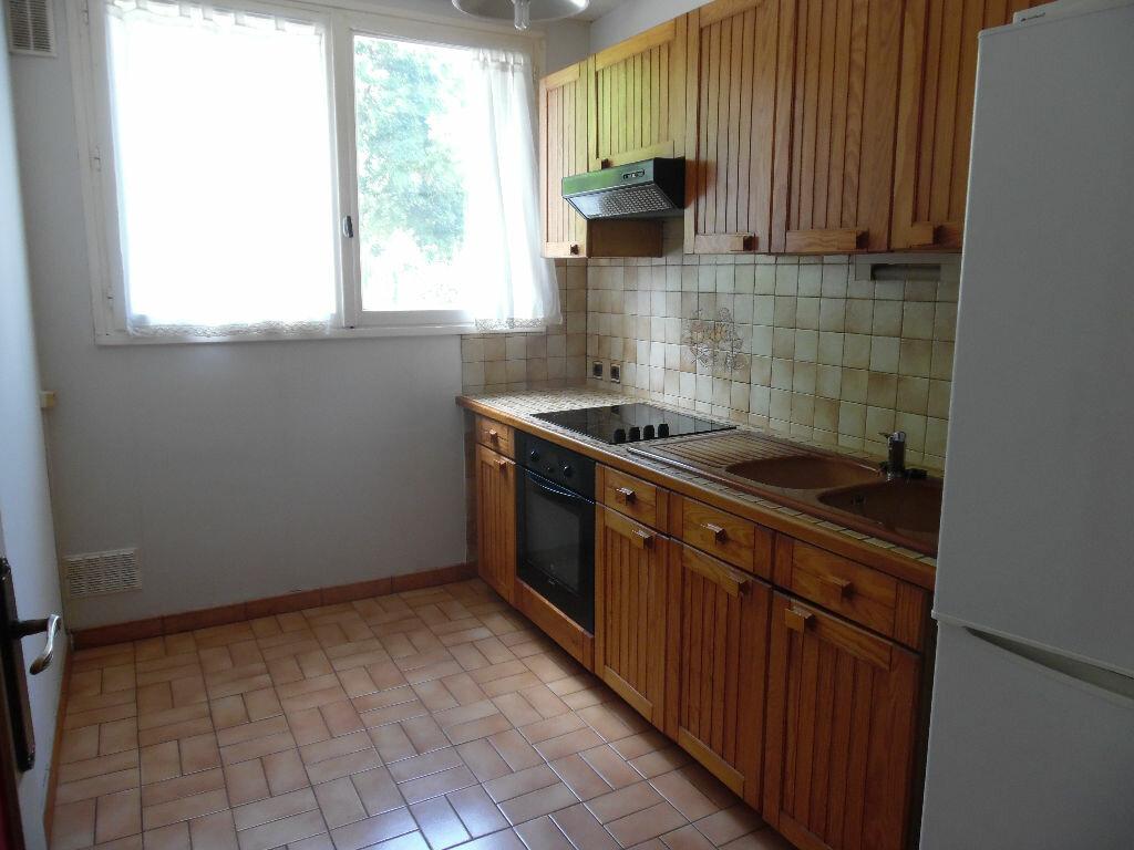 Location Appartement 4 pièces à Crosne - vignette-3