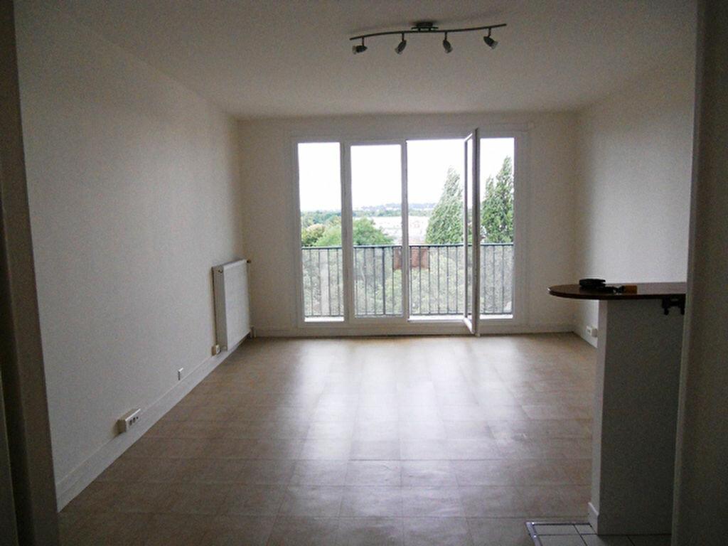 Location Appartement 1 pièce à Vigneux-sur-Seine - vignette-2