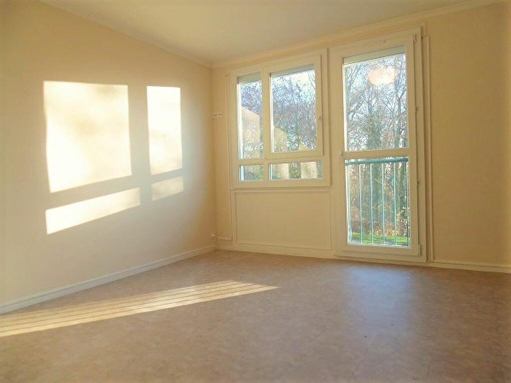 Location Appartement 4 pièces à Crosne - vignette-1