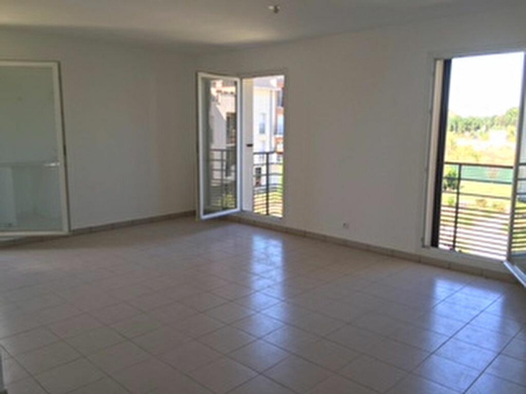 Achat Appartement 3 pièces à Saint-Pierre-du-Perray - vignette-2