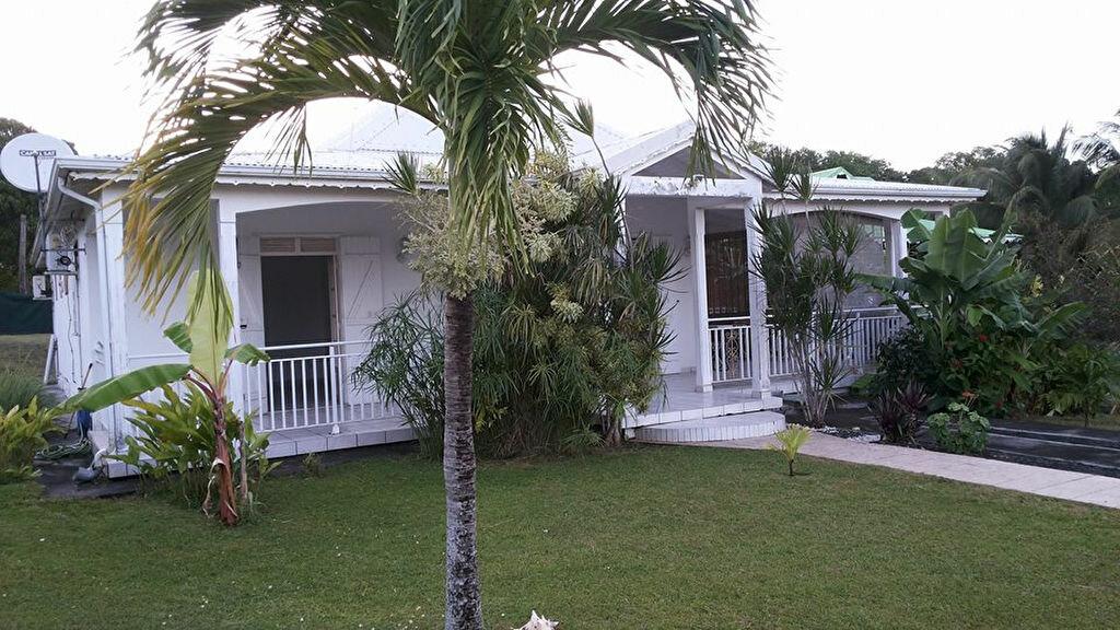 Location Maison 4 pièces à Sainte-Anne - vignette-1