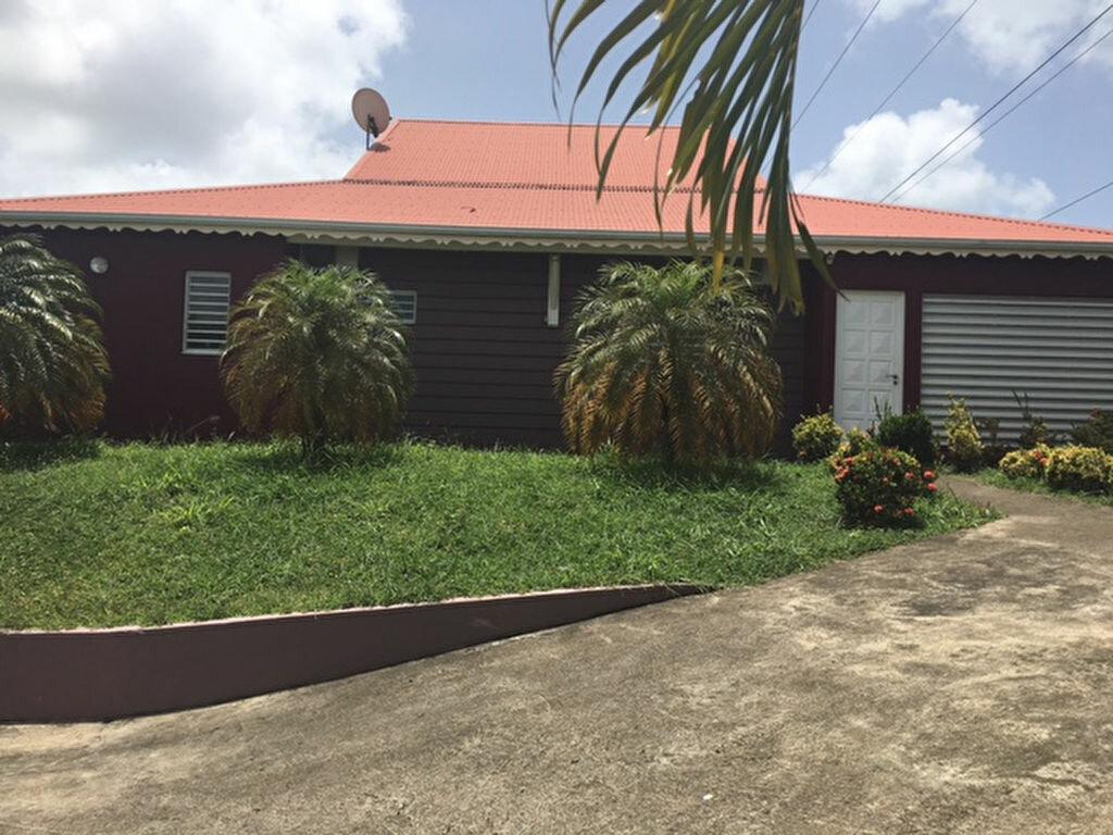 Location Maison 4 pièces à Baie-Mahault - vignette-1