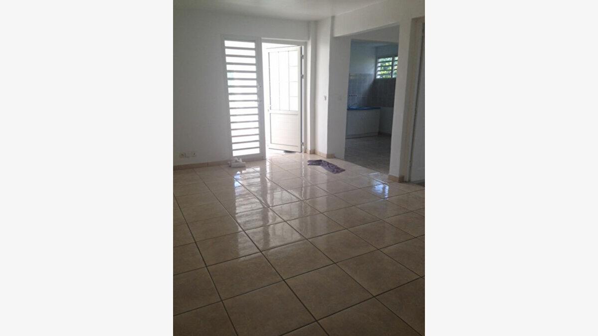 Location Appartement 2 pièces à Baie-Mahault - vignette-1