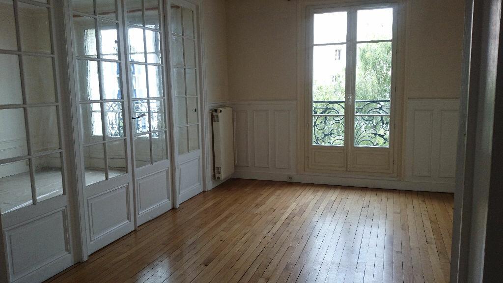 Location Appartement 4 pièces à Paris 12 - vignette-1
