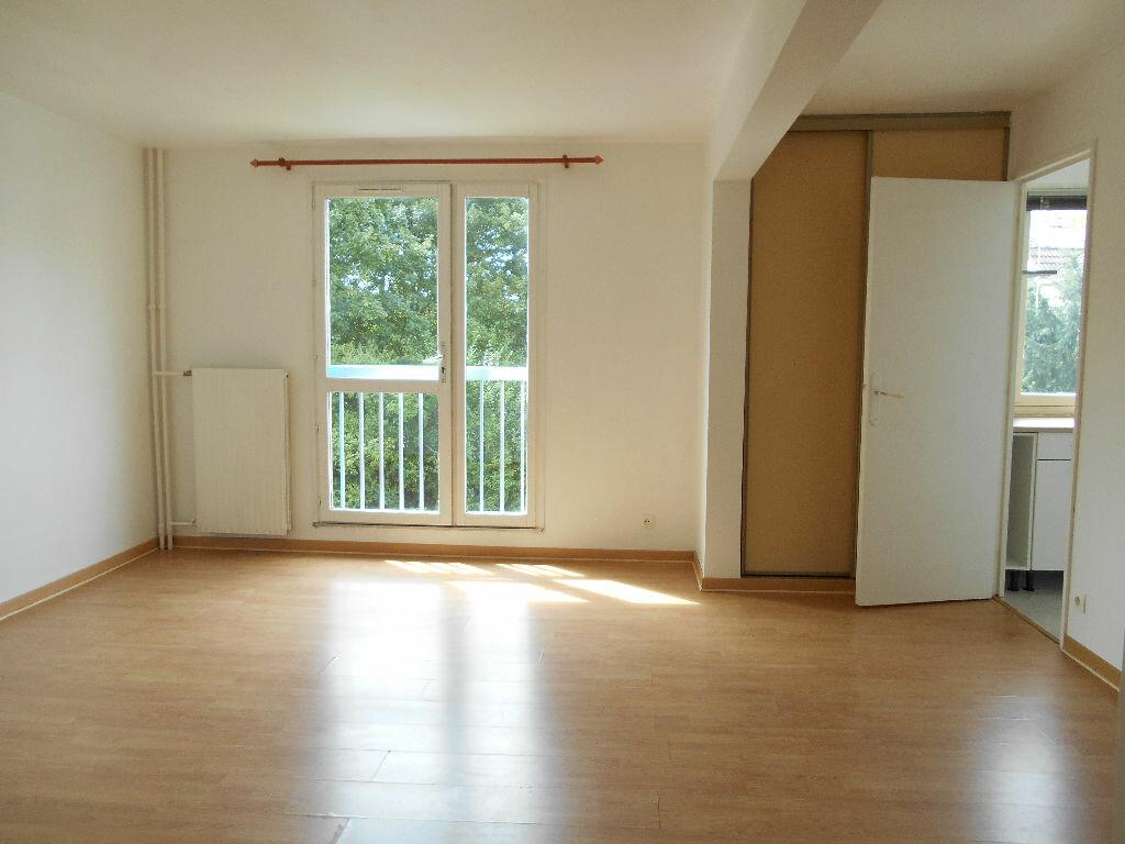 Achat Appartement 1 pièce à Les Ulis - vignette-1