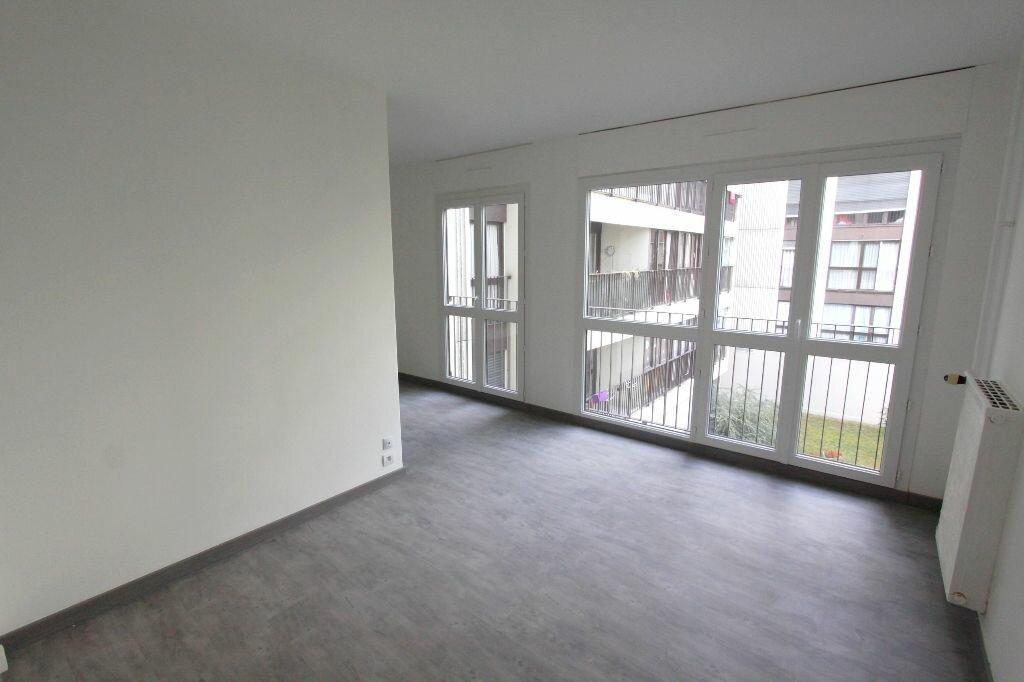 Location Appartement 2 pièces à Les Mureaux - vignette-1