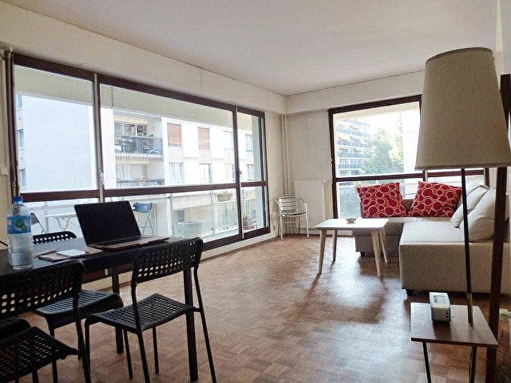 Location Appartement 3 pièces à Paris 20 - vignette-1