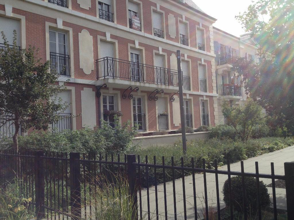 Location Appartement 3 pièces à Serris - vignette-1