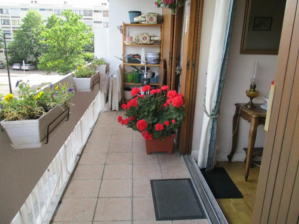 Achat Appartement 4 pièces à Saint-Cyr-l'École - vignette-1