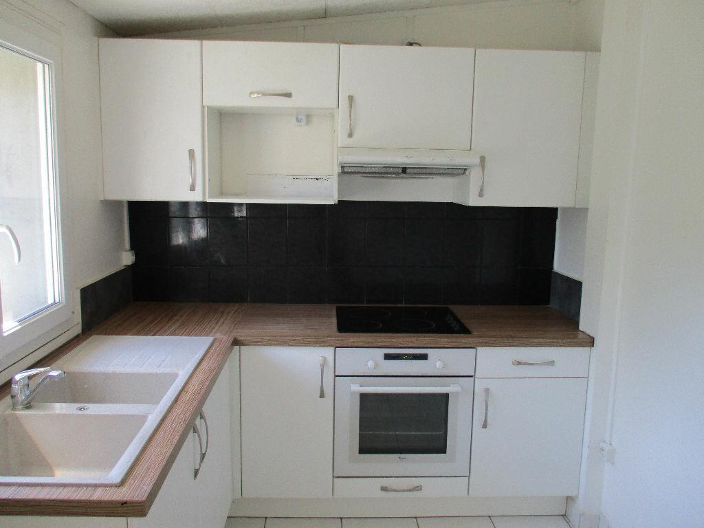 Location Appartement 3 pièces à Saint-Cyr-l'École - vignette-1