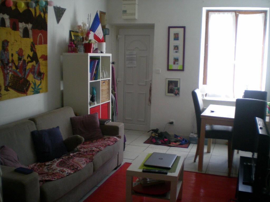 Location Maison 2 pièces à Esbly - vignette-1