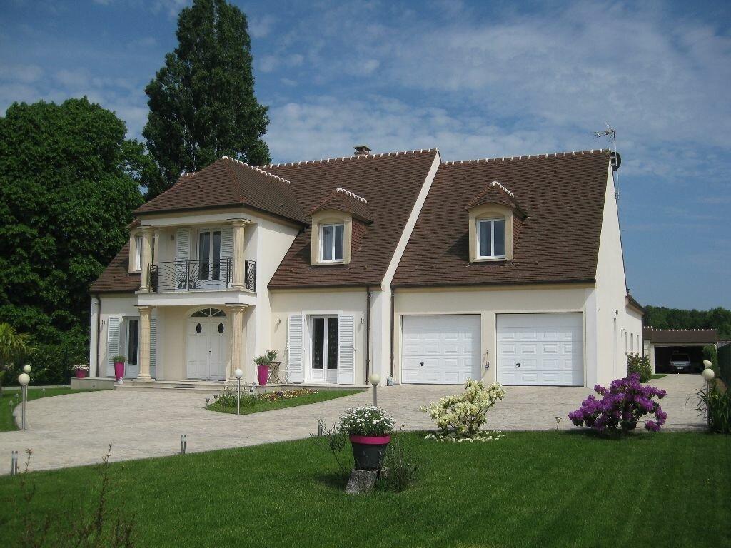 Achat Maison 8 pièces à Villeneuve-Saint-Denis - vignette-1