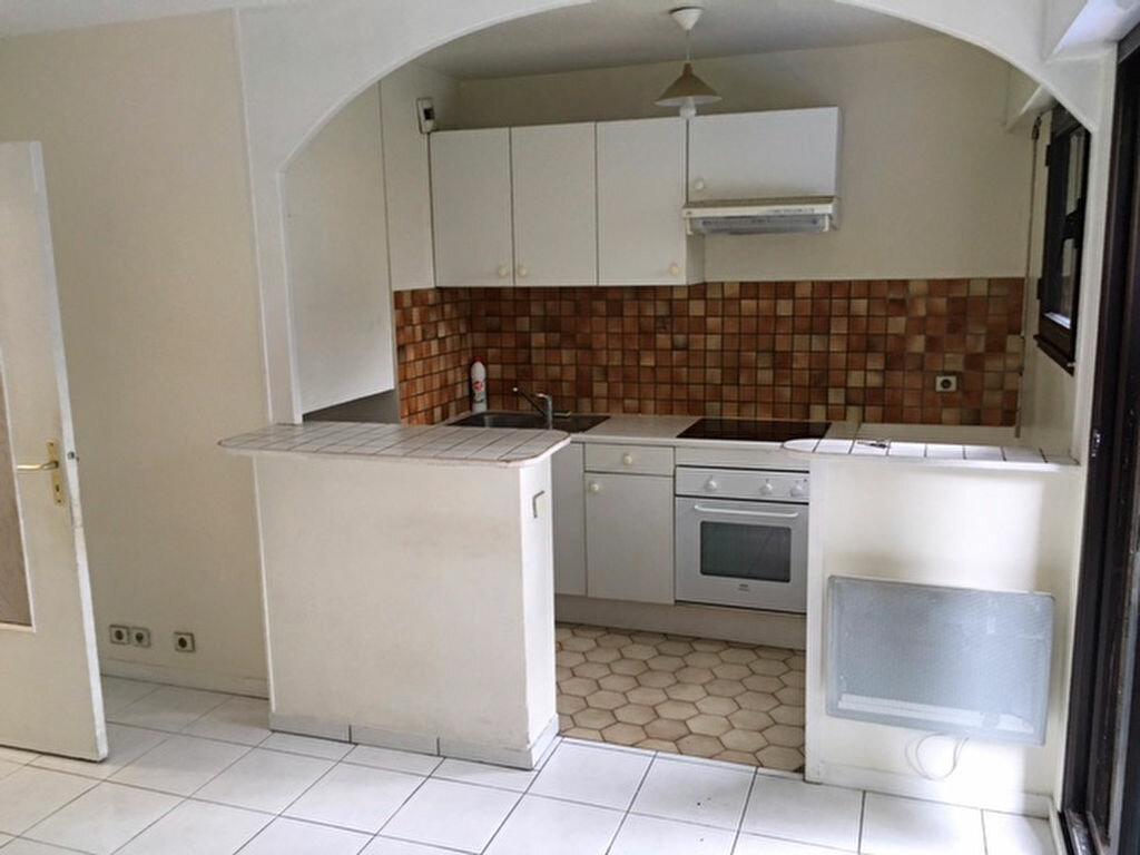 Location Appartement 1 pièce à Châtenay-Malabry - vignette-1