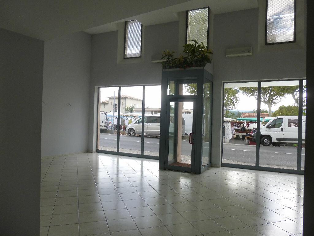 Location Local commercial  à Carpentras - vignette-1