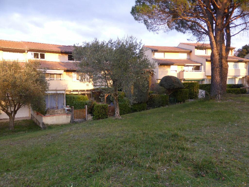 Achat Appartement 4 pièces à Vaison-la-Romaine - vignette-4
