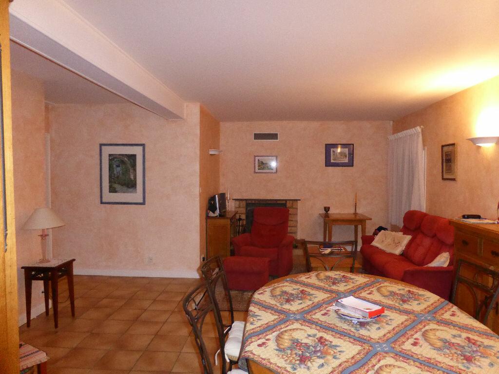 Achat Appartement 4 pièces à Vaison-la-Romaine - vignette-6