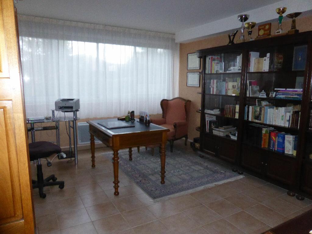 Achat Appartement 4 pièces à Vaison-la-Romaine - vignette-11