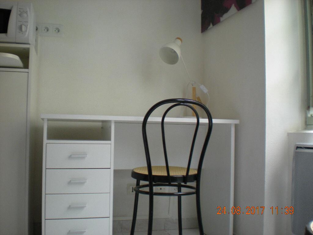 Location Appartement 1 pièce à Avignon - vignette-2