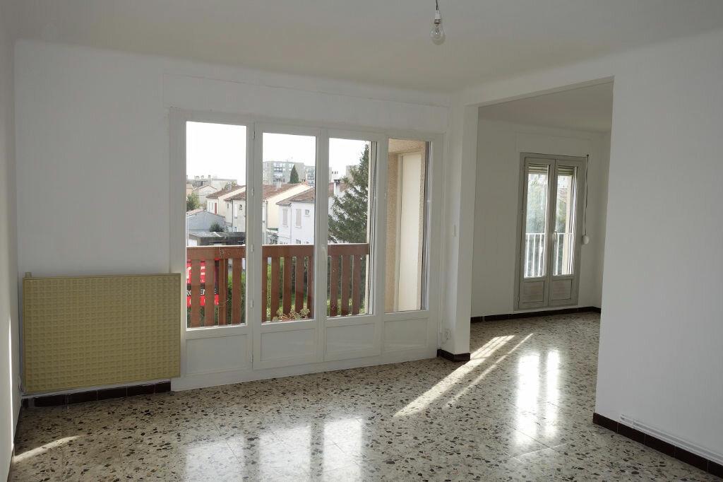 Achat Appartement 4 pièces à Avignon - vignette-4