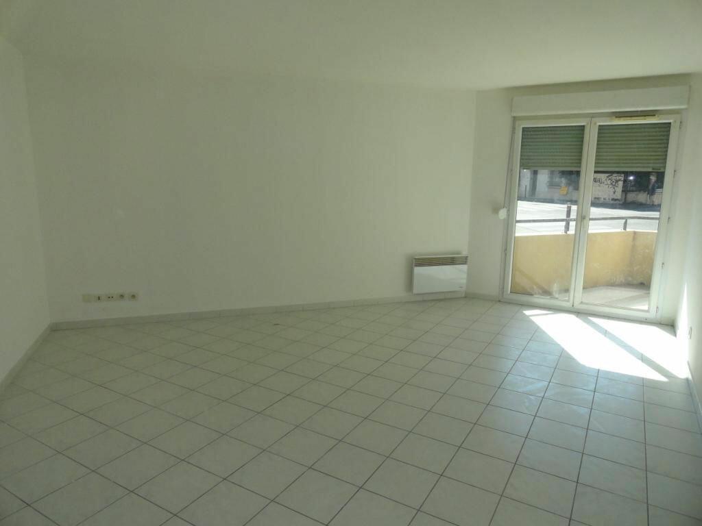 Achat Appartement 3 pièces à Avignon - vignette-2
