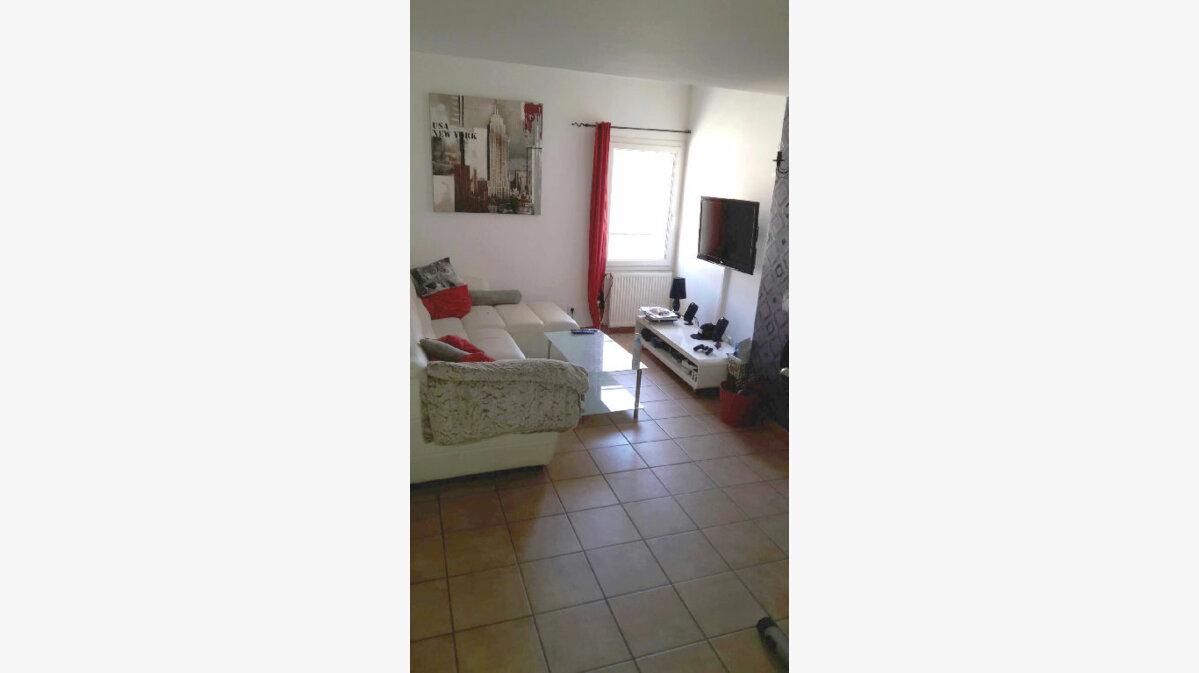 Location Appartement 3 pièces à Bédarrides - vignette-1