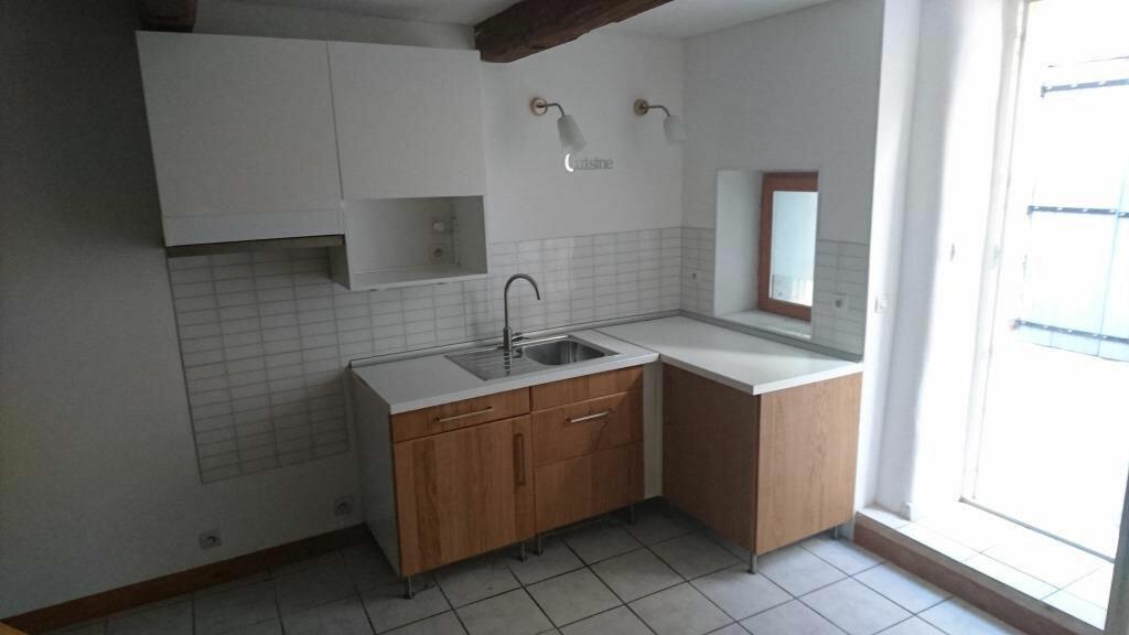 Location Maison 4 pièces à Théziers - vignette-1