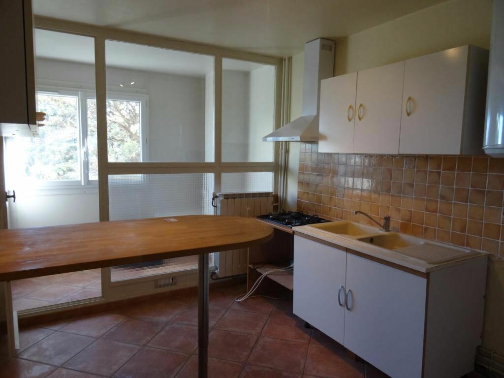 Achat Appartement 3 pièces à Villeneuve-lès-Avignon - vignette-2