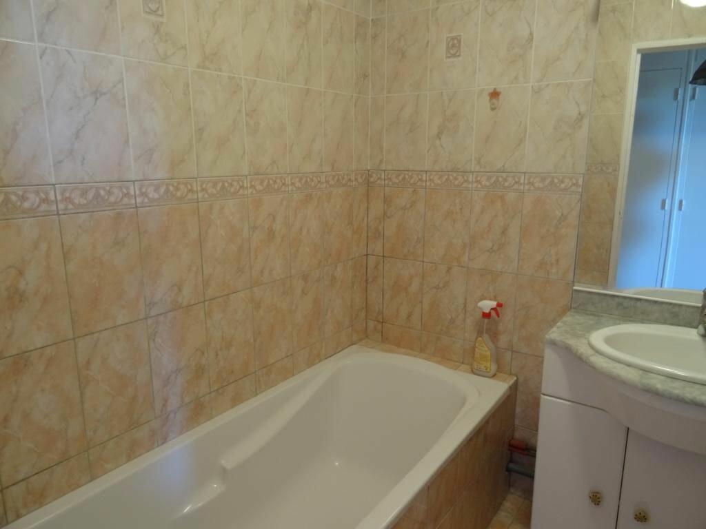 Achat Appartement 3 pièces à Villeneuve-lès-Avignon - vignette-3