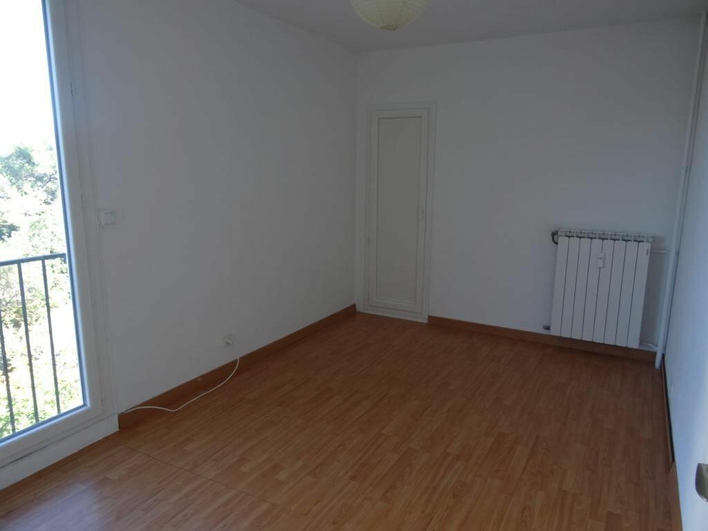 Achat Appartement 3 pièces à Villeneuve-lès-Avignon - vignette-4