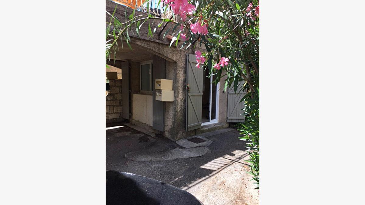 Achat Appartement 1 pièce à Rochefort-du-Gard - vignette-1