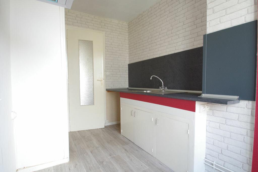 Location Appartement 3 pièces à La Rochelle - vignette-3
