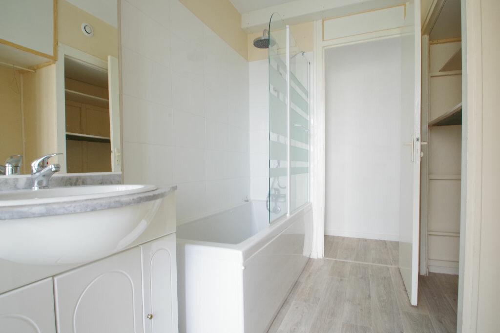 Location Appartement 3 pièces à La Rochelle - vignette-5
