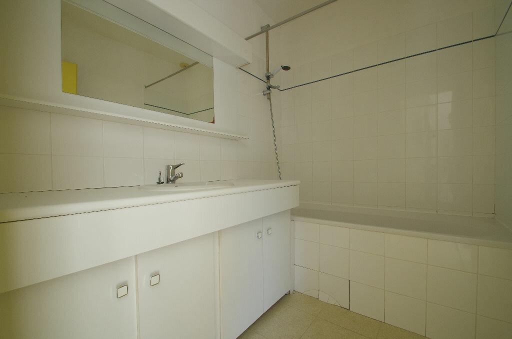 Location Appartement 1 pièce à La Rochelle - vignette-4
