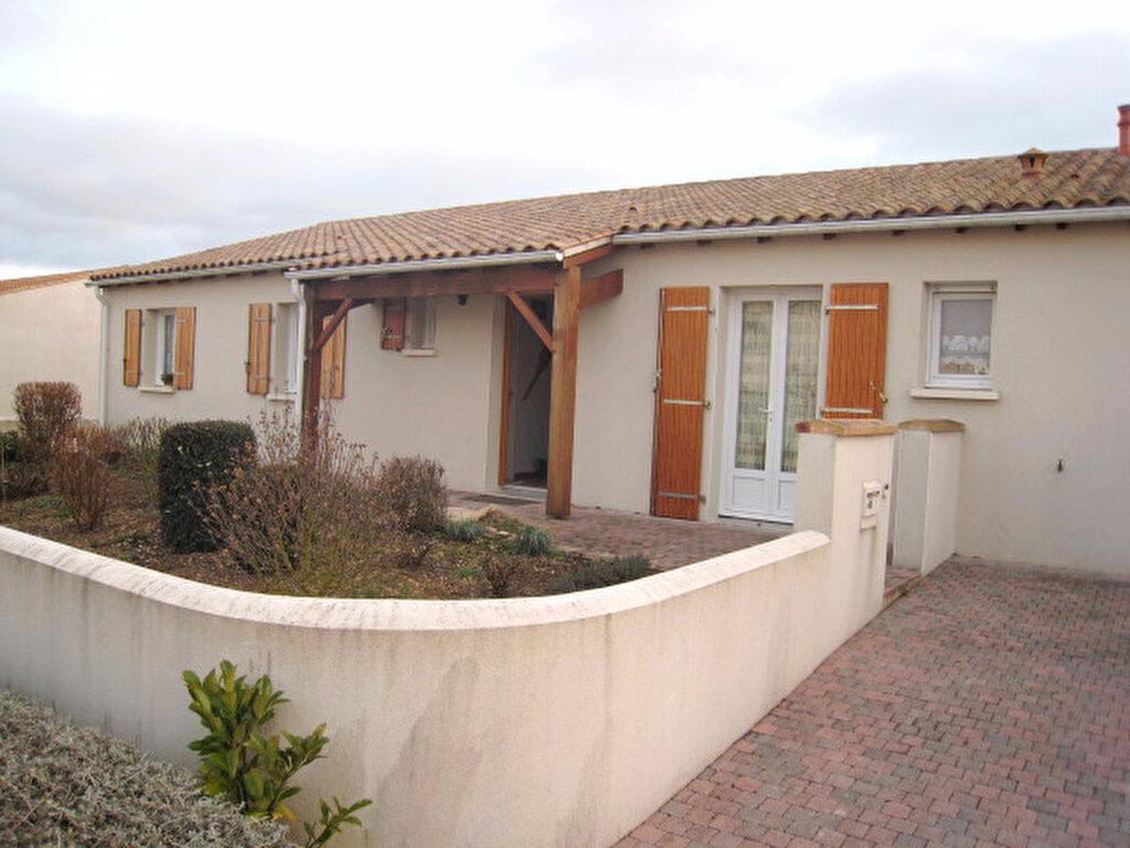 Location Maison 4 pièces à Esnandes - vignette-1