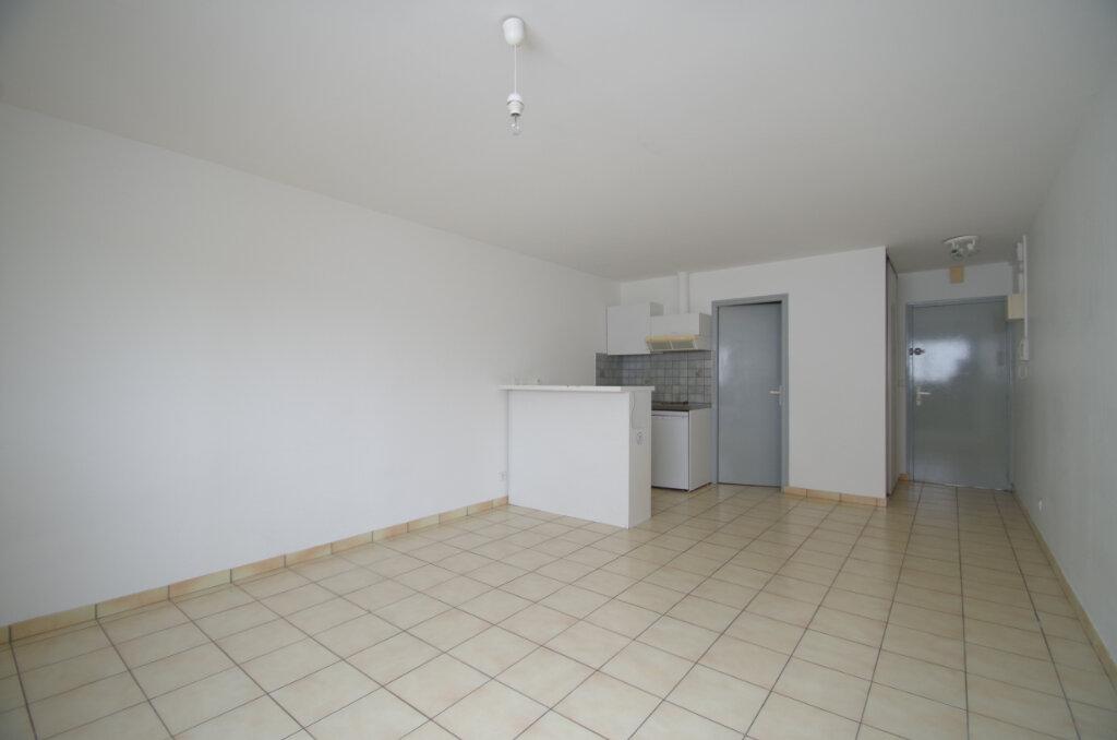 Location Appartement 1 pièce à La Rochelle - vignette-2