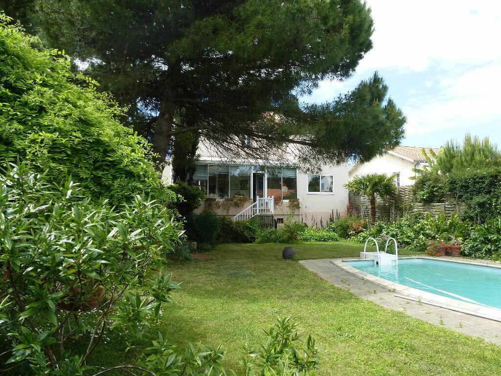Achat Maison 8 pièces à La Rochelle - vignette-1