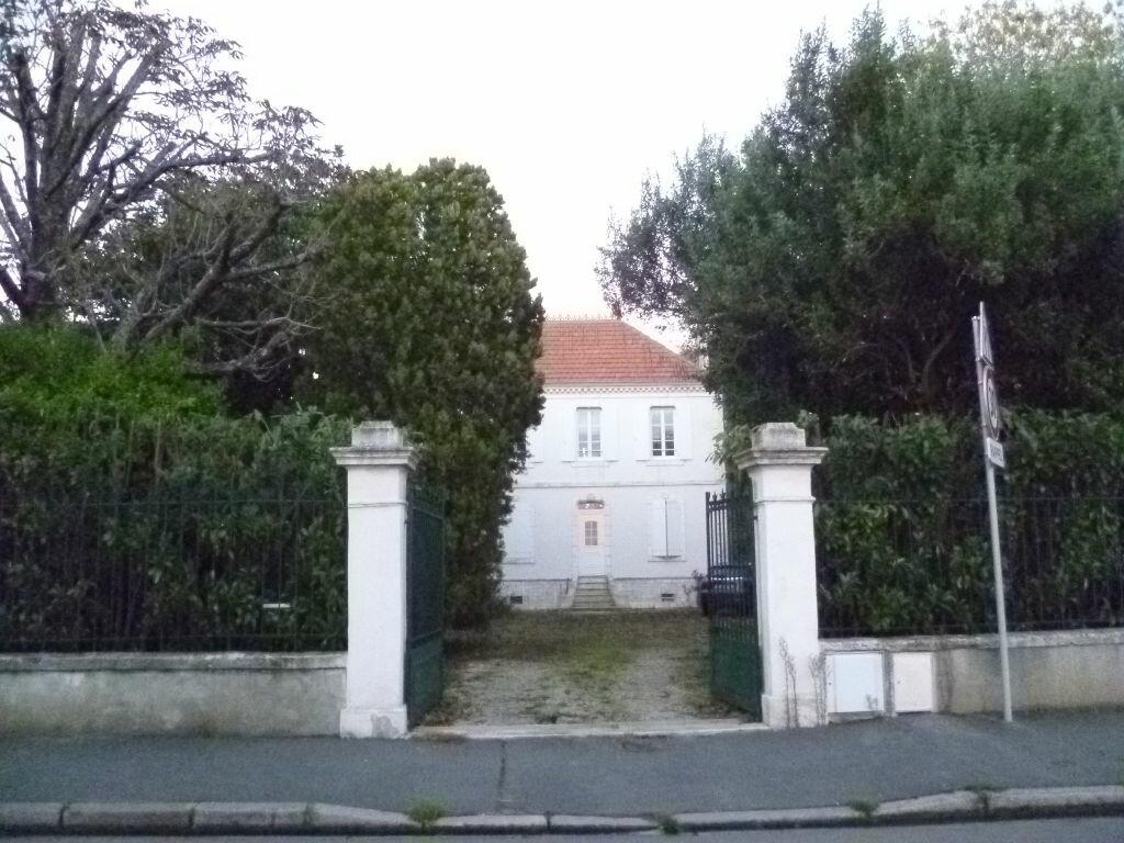Achat Maison 10 pièces à La Rochelle - vignette-1