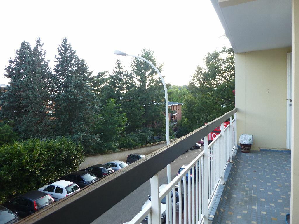 Location Appartement 4 pièces à Saint-Genis-Laval - vignette-3