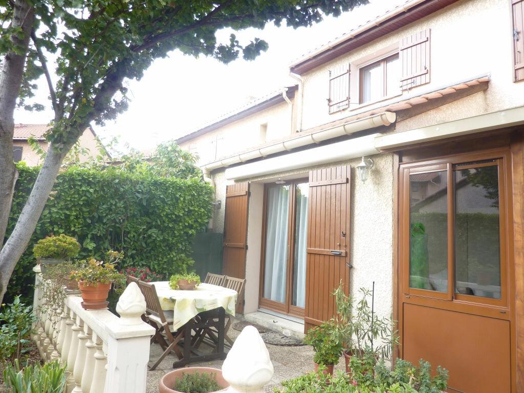 Achat Maison 4 pièces à Pierre-Bénite - vignette-1