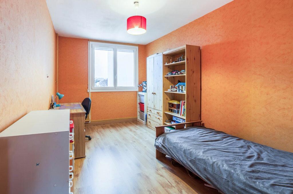 Achat Appartement 4 pièces à Pierre-Bénite - vignette-3