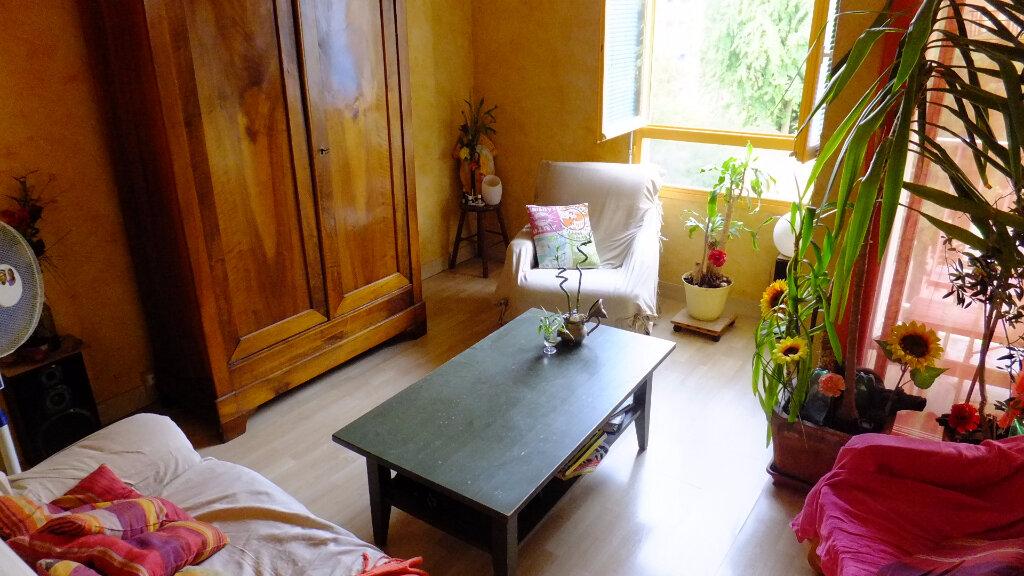 Achat Appartement 4 pièces à Fontaines-sur-Saône - vignette-2
