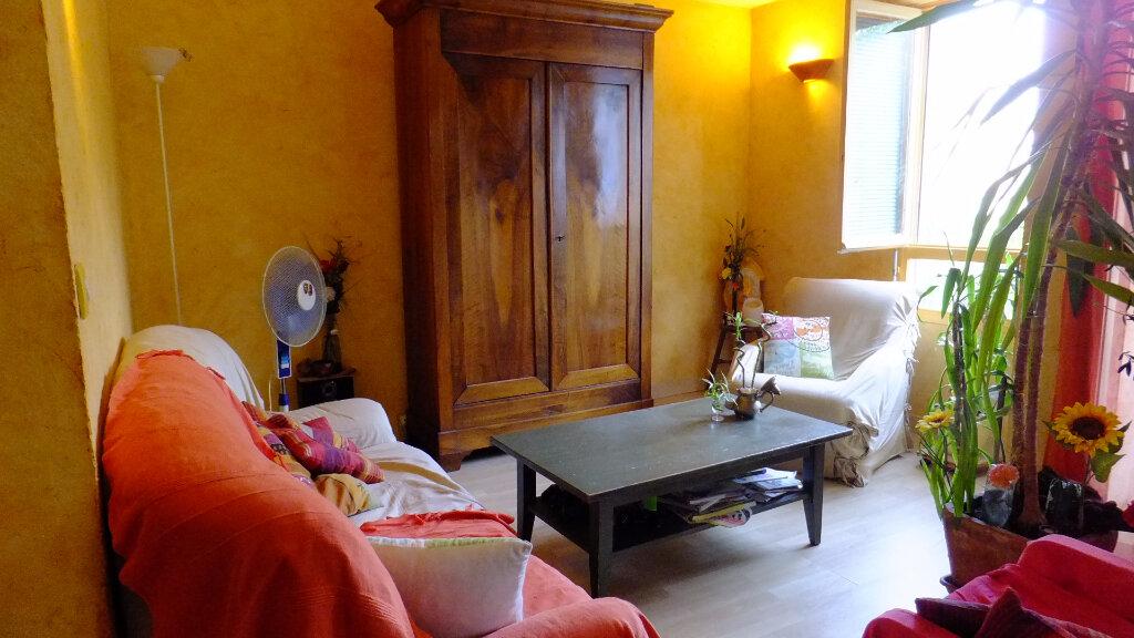 Achat Appartement 4 pièces à Fontaines-sur-Saône - vignette-3