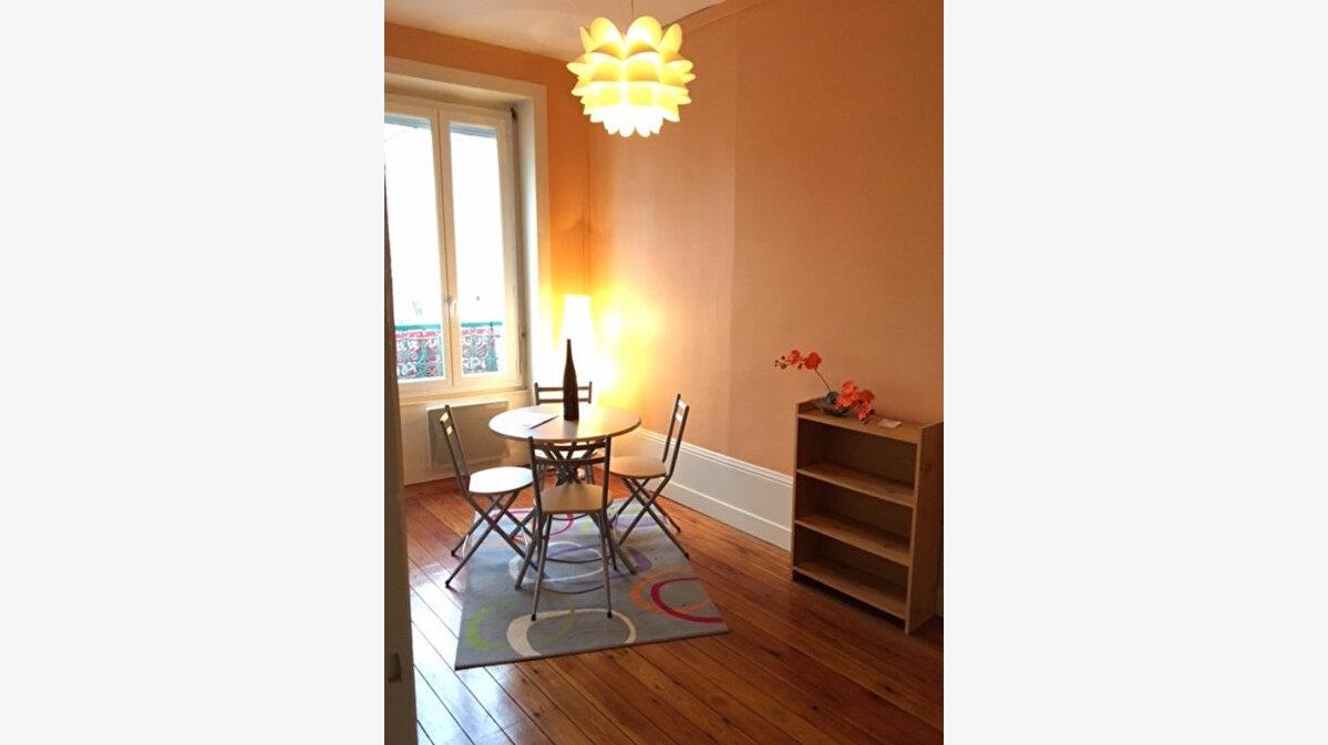Location Appartement 2 pièces à Lyon 4 - vignette-1