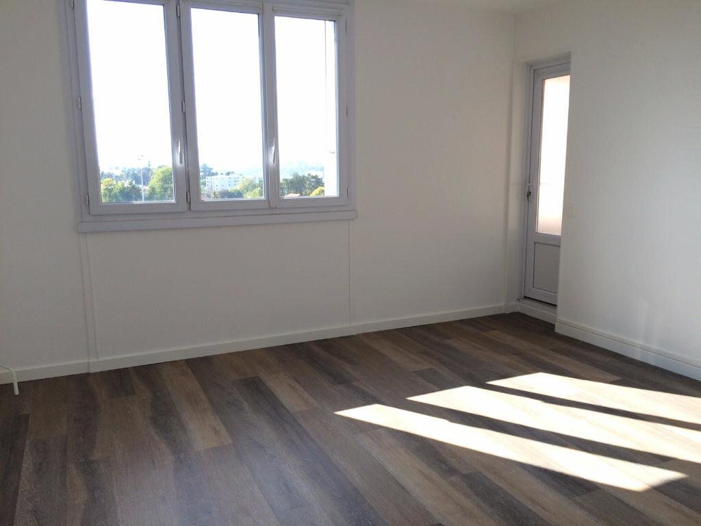 Location Appartement 4 pièces à Caluire-et-Cuire - vignette-1